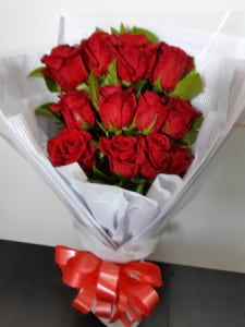 12 Red Rose Presentation Bouquet